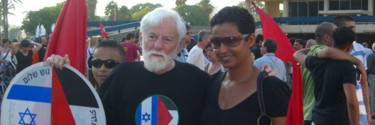Uri Avnery mielenosoituksessa vuonna 2006