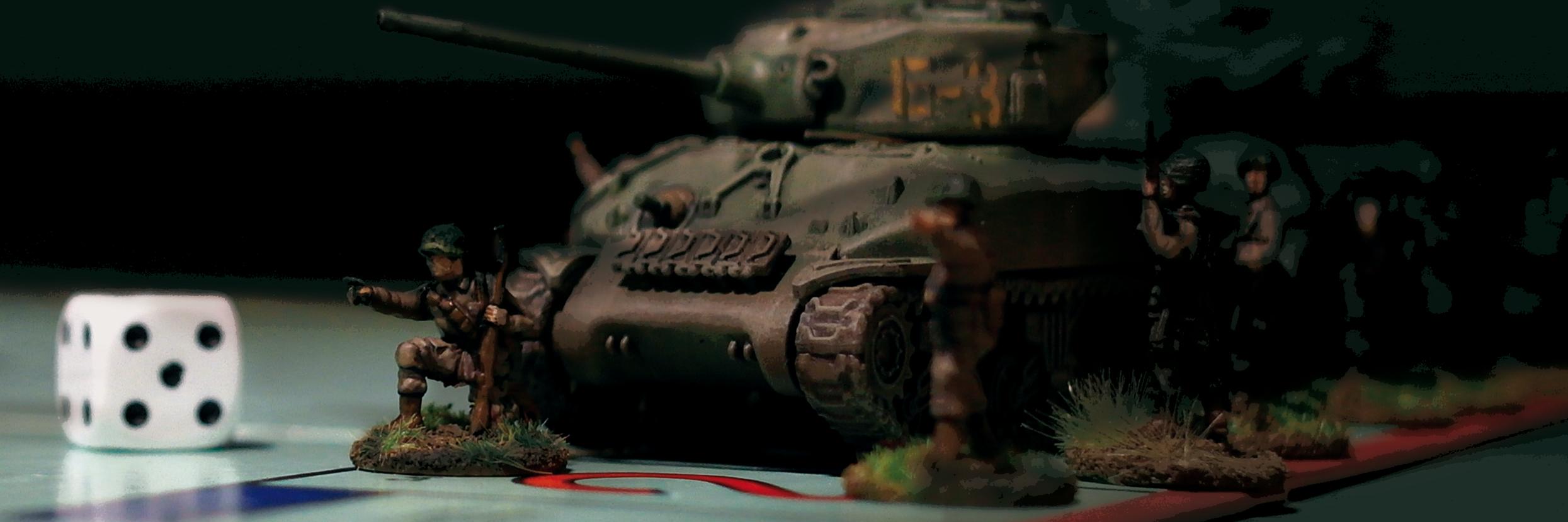 Antimilitaristi-lehden kansikuva, jossa on lelupanssarivaunu ja lelusotilaita.