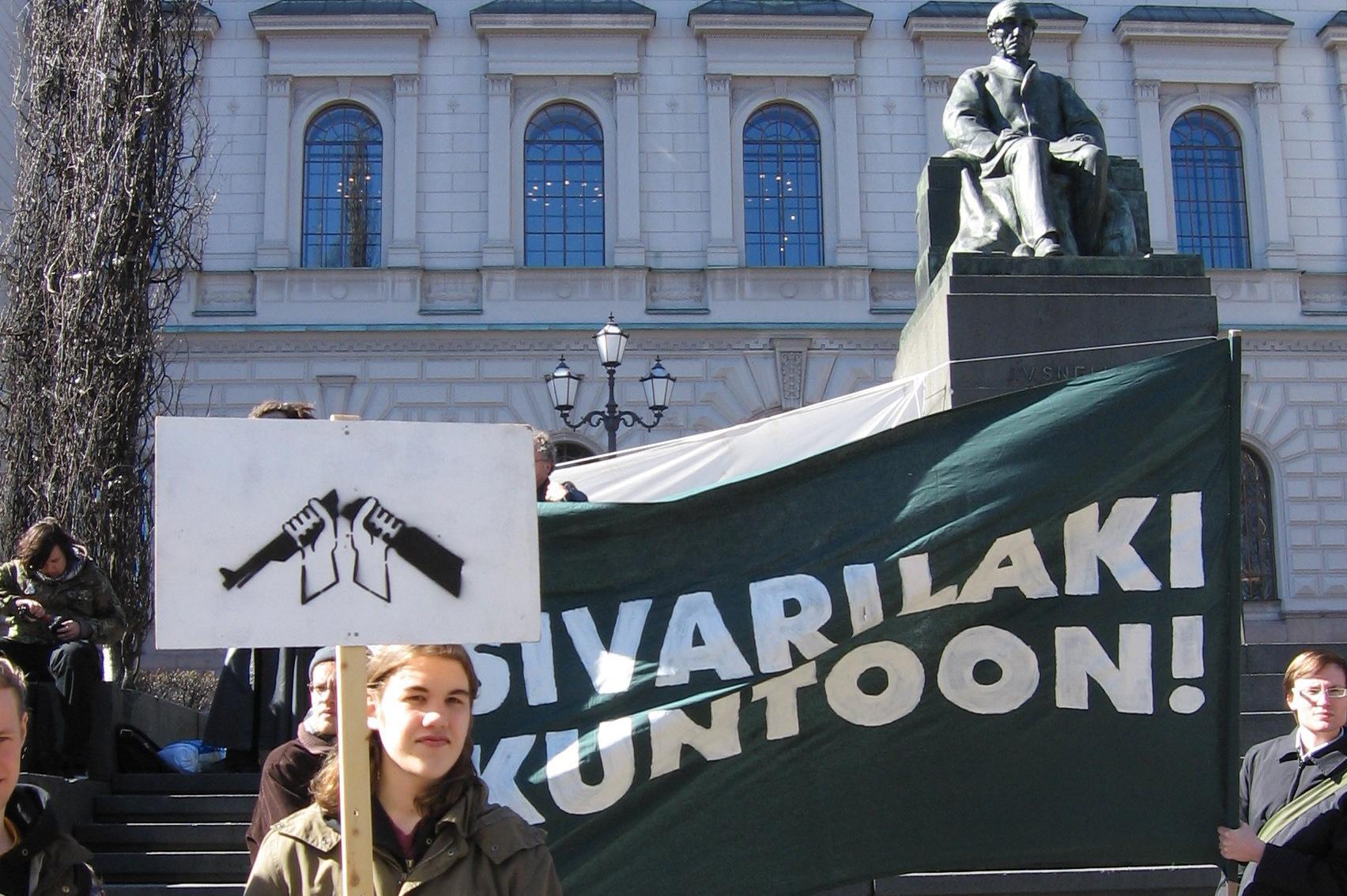 Mielenosoitus paremman sivarilain puolesta Säätytalolla