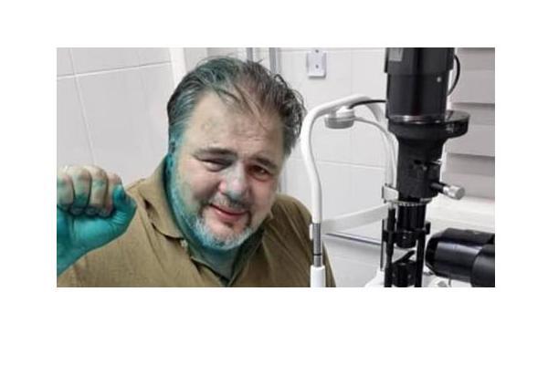 Ruslan Kotsaba sairaalassa kasvot värjäytyneenä briljanttivihreästä