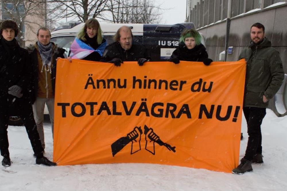 Mielenosoitus totaalkieltäytyjien puolesta Porvoossa
