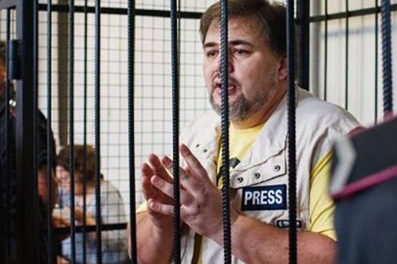 Ruslan Kotsaba kaltereiden takana